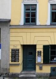 Außenansicht mit Eingang