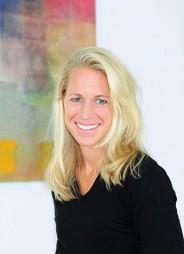 Daniela Krautinger Diplom-Sportwissenschaftler- in, Heilpraktikerin, Systemi- sche & Familientherapeutin, Coaching, Hypnotherapie, Osteopathie B.Sc.